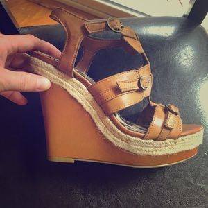 Super cute and comfy wedge sandals